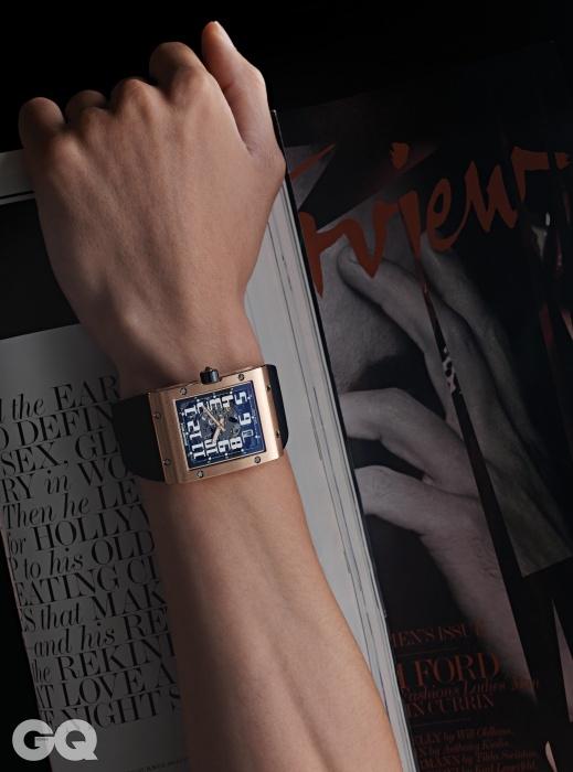 손목의 곡선에착 감기는 레드 골드케이스를 가진 RM016오토매틱 엑스트라 플랫가격 미정, 리처드 밀.
