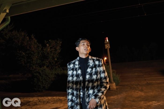 하운드 투스 코트 가격 미정,생로랑. 블랙 터틀넥 니트가격 미정, 톰 포드
