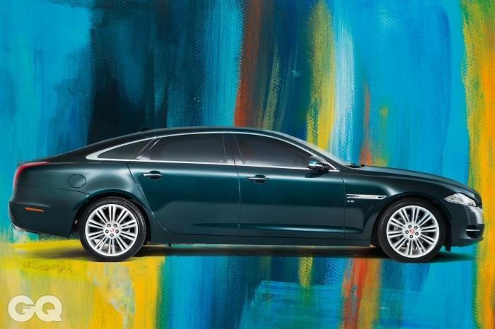 엔진: 2,995cc V6 /슈퍼차저 가솔린,최고출력: 340마력,최대토크: 45.9kg.m,공인연비: 리터당 8.4킬로미터, 0->100km/h: 5.9초,가격: 1억 4천6백30만원.