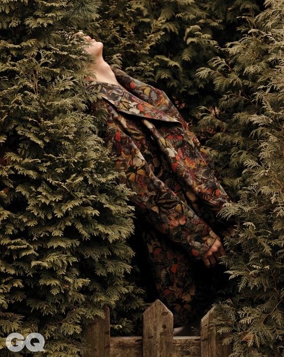 꽃과 나비 무늬 코트 3백6만원, 발렌티노.