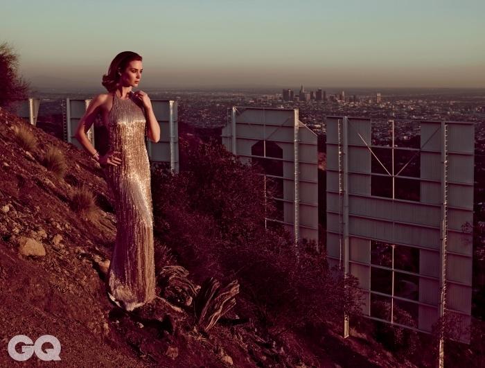 에밀리 블런트<시카리오> (2015), <숲속으로> (2014), <엣지 오브 투모로우> (2014) 등 영화 25편 출연.할리우드 힐스 Mount Lee에서 촬영.