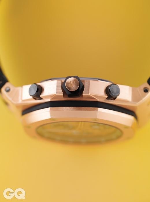 부식과 스크래치에 강한 세라믹 소재 용두가 튼튼한 시계 로열 오크 오프쇼어 크로노그래프 5천1백만원대, 오데마 피게.