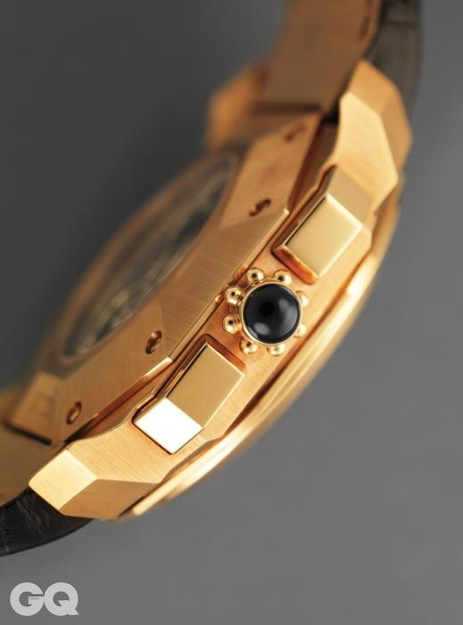 카보숑 컷 오닉스 용두가 달린 시계 옥토 크로노그래프 꺄드리-레트로 8천만원대, 불가리.