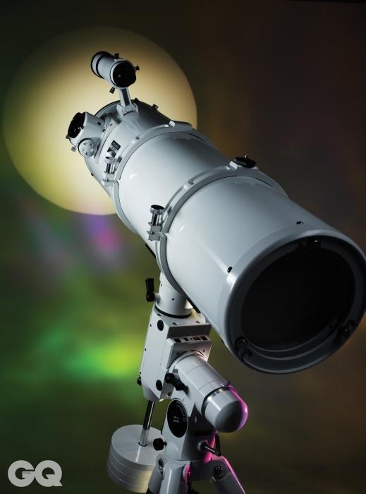 겐코 스카이익스플로러 SE II적도의에서 제일 중요한 건 탑재 하중이다. 천체 촬영을 하려면, 카메라의 무게까지 생각해서 5킬로그램 이상을 사용하는 것이 좋다. 스카이 익스플로러 SE II는 약 15킬로그램 까지 버틸 수 있어 아마추어가 천체 사진 촬영하는 데 무리가 없다. 1백83만원. 가대 위에 올려 놓은 겐코 스카이 익스플로러II 200N CR은 조리개 F5로 가격 대비 밝은 반사 망원경이다. 53만원.