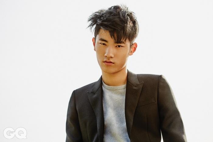블랙 테일러드 재킷 가격 미정, 생로랑. 회색 티셔츠 13만8천원, A.P.C.