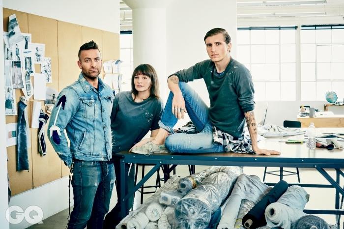 왼쪽부터   엘에이 다운타운 스튜디오에 모인 닉과 제이미. 그리고 NSF 남성복 모델로 활동한 탭댄서 네이턴 미첼.