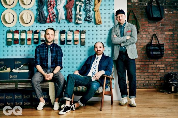 왼쪽부터   제임스 윌슨, 샌디와 에밀 코르실로. 제임스는 남성복 블로그 시크릿 포츠 운영자로, 힐사이드 서포터다.