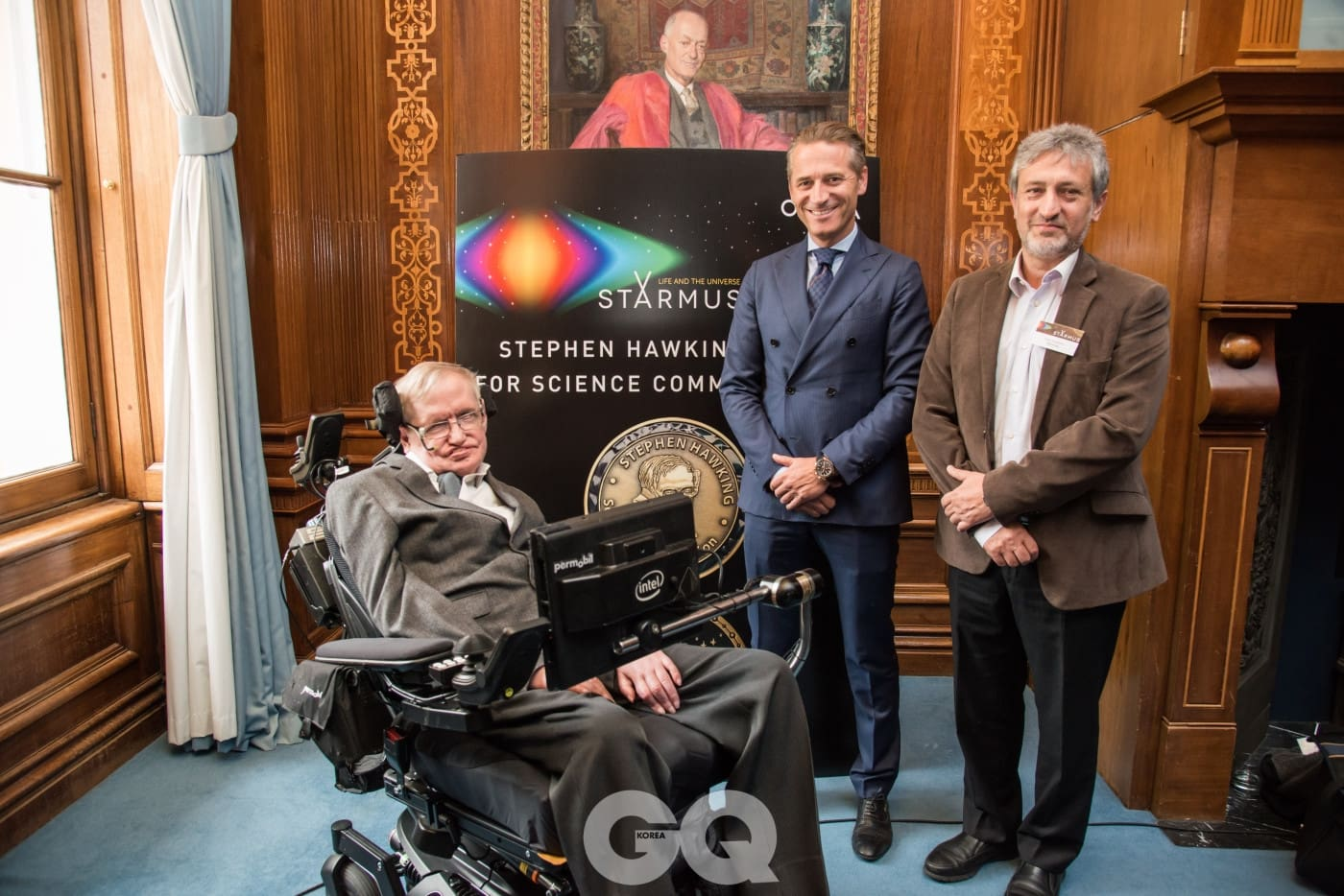 (왼쪽부터) 기자회견에 동석한 스티븐 호킹 교수, 오메가 CEO 레이날드 애슐리만, 스타머스 페스티벌 창립자 가릭 이스라엘리언.