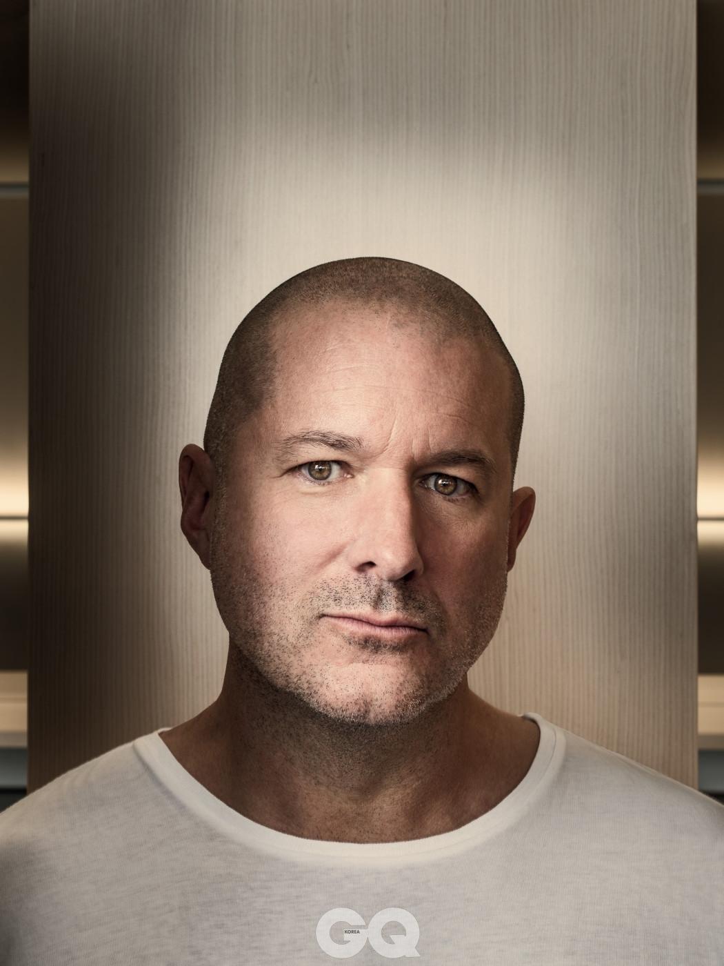 1997년부터 조너선 아이브는 새 본사를 포함한 모든 애플 제품의 디자인을 총괄했다.