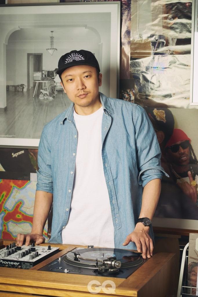 Musician 박민준 / 한국의 턴테이블리즘을 대표하는 1세대 DJ이자 프로듀서. 2000년 발표한 데뷔 앨범 가 '한국대중음악 100대 명반' 77위에 선정됐을 정도로 뛰어난 음악성을 인정받았고, 2005년 파티 크루인 '360 사운즈'를 결성해 현재까지 이끌었다. 방배동에 LP숍인 rm.360을 운영하며 다양한 음악을 선보이고 있다.