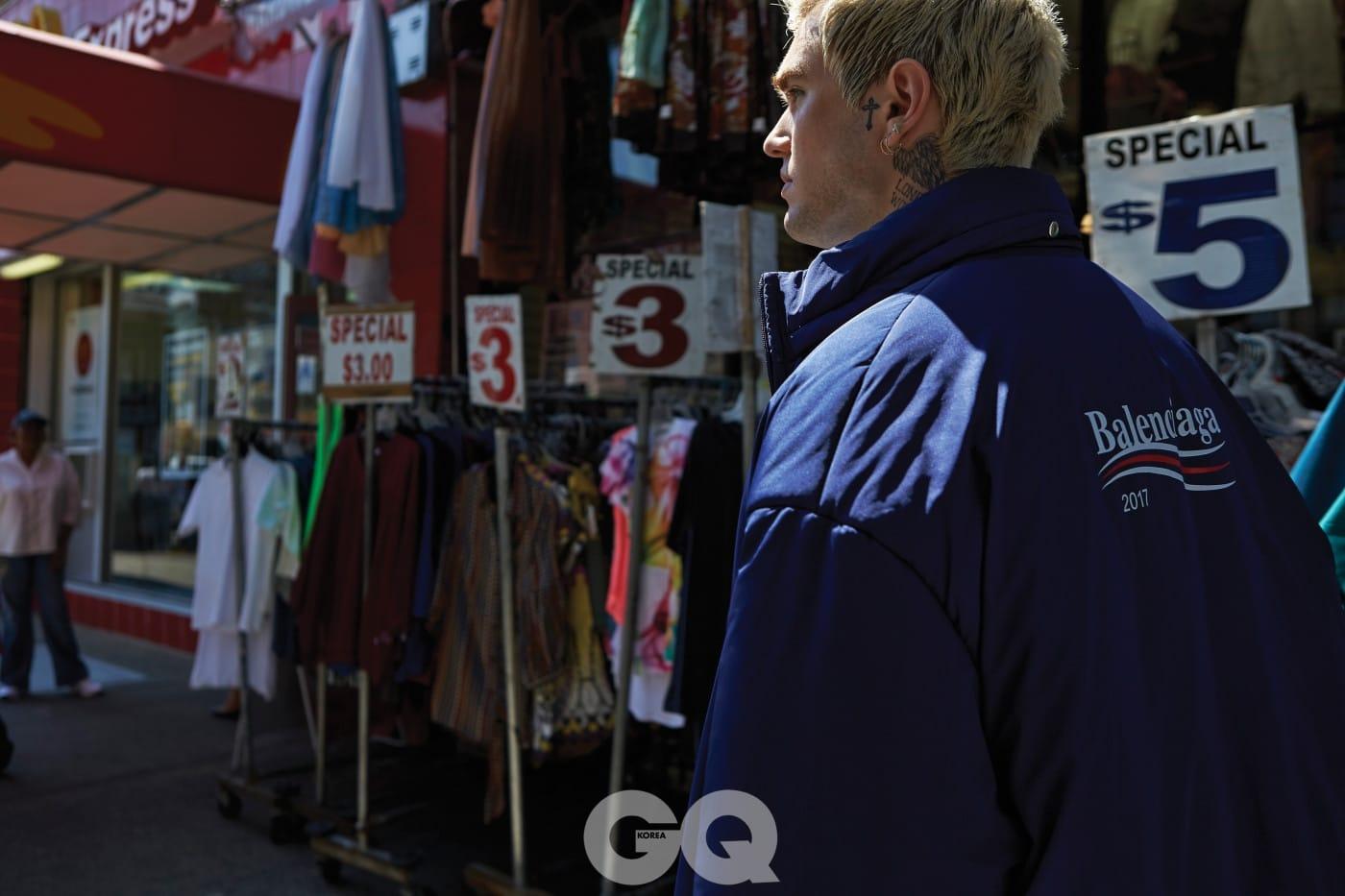 패딩 레인 코트 2백60만원대, 발렌시아가.