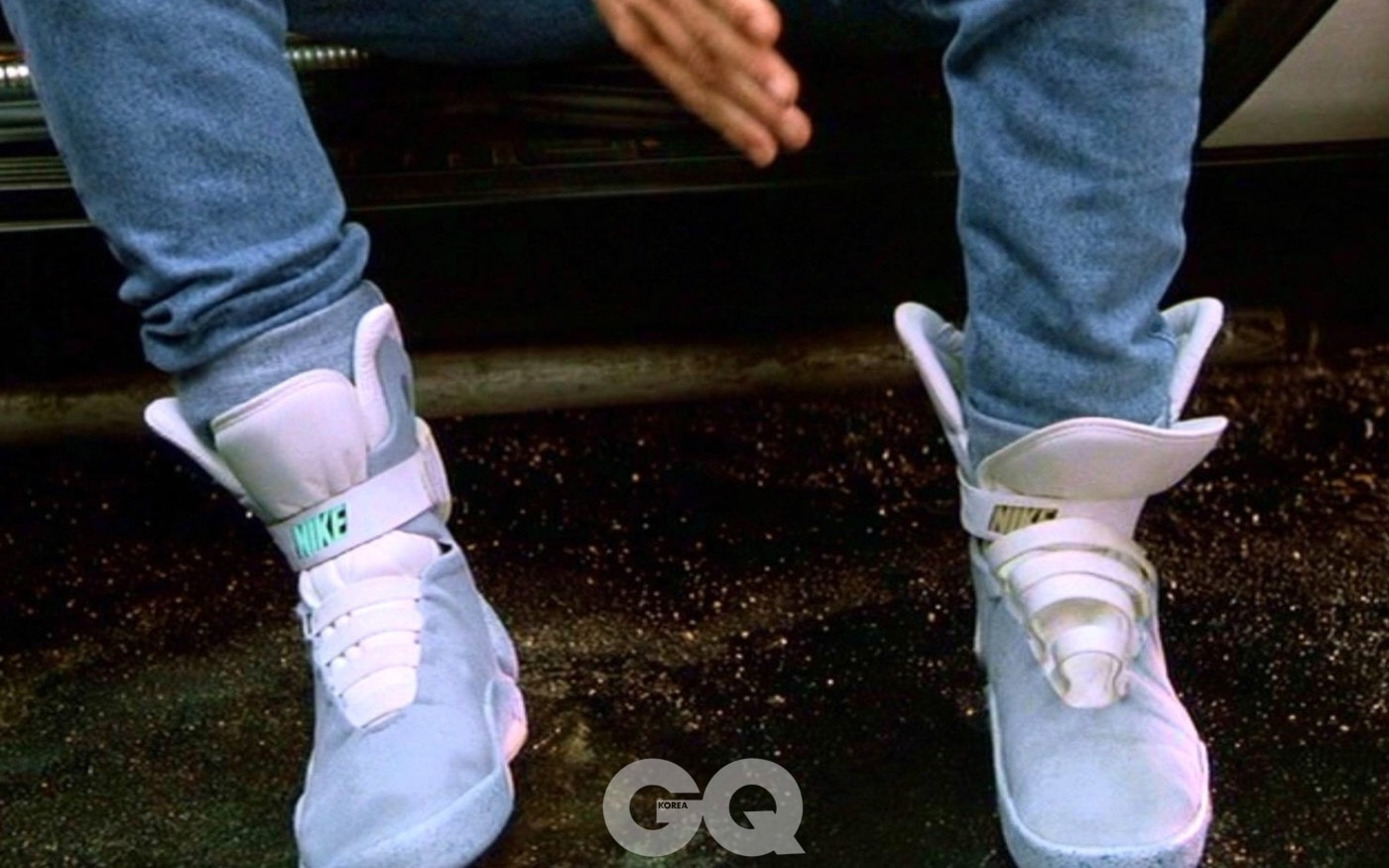 power-lacing-nike-trainers-feature-back-future-ii