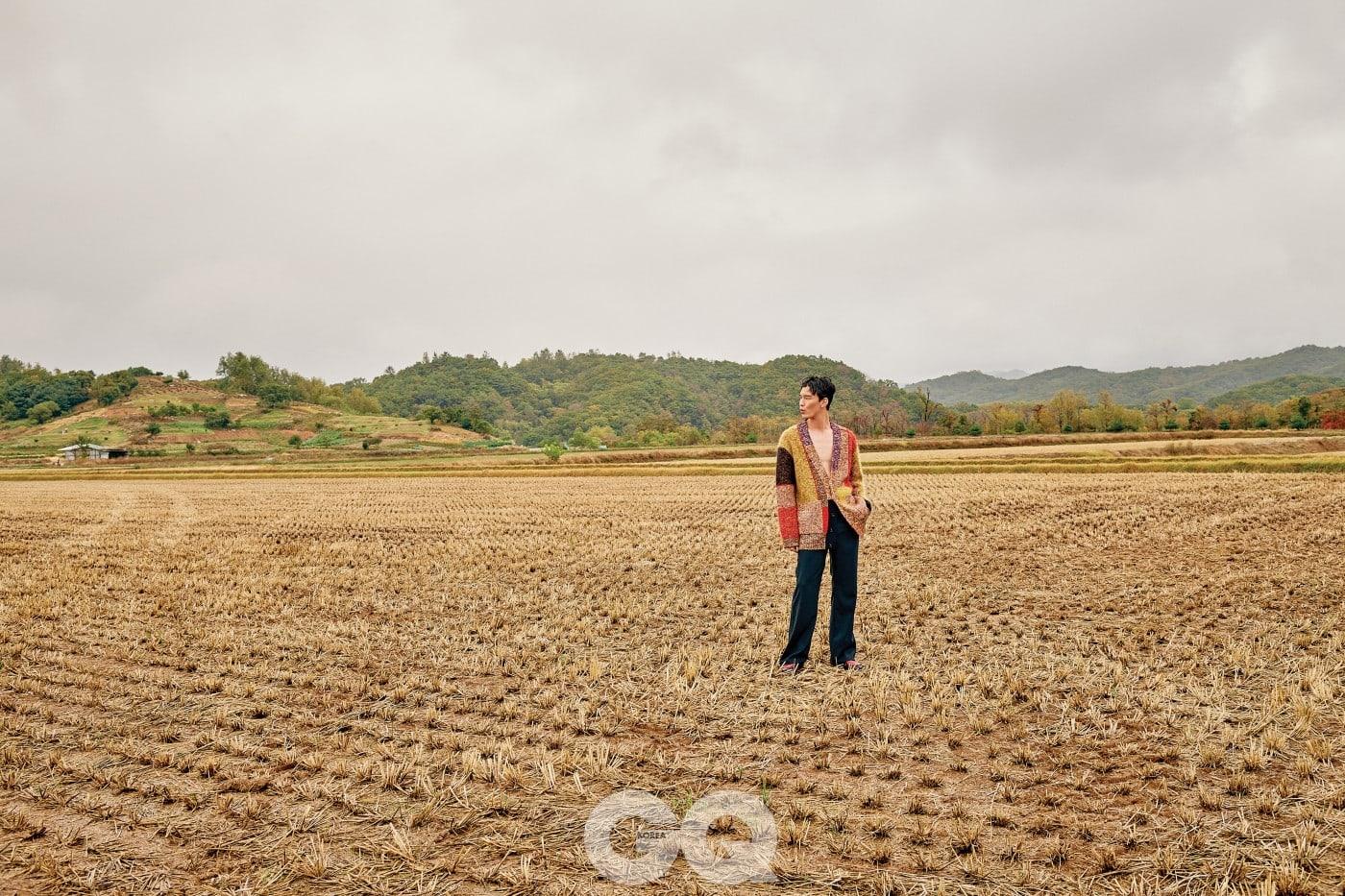 멀티 컬러 니트 재킷 2백93만원, 집업 터틀넥 2백50만원, 모두 미쏘니.