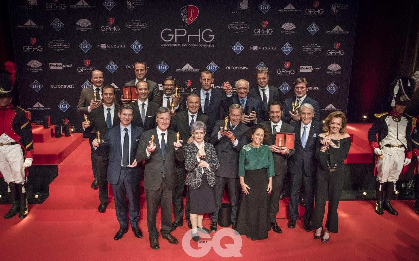 2017년 에서 수상한 워치 메이커와 브랜드 CEO들이 트로피를 들고 함께 기념사진을 찍었다.