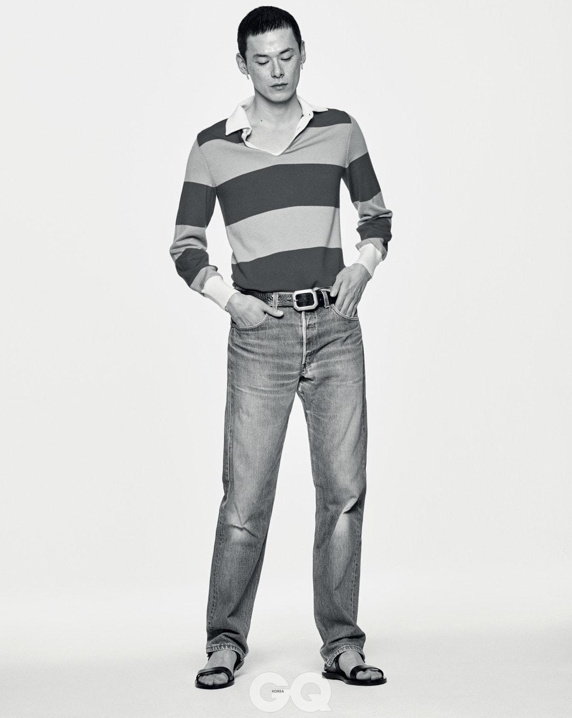 폴로 셔츠 1백29만원, 구찌. 샌들 96만5천원, 생 로랑 by 안토니 바카렐로. 귀고리 가격 미정, 트렌카디즘. 데님 팬츠와 벨트는 빈티지 제품.