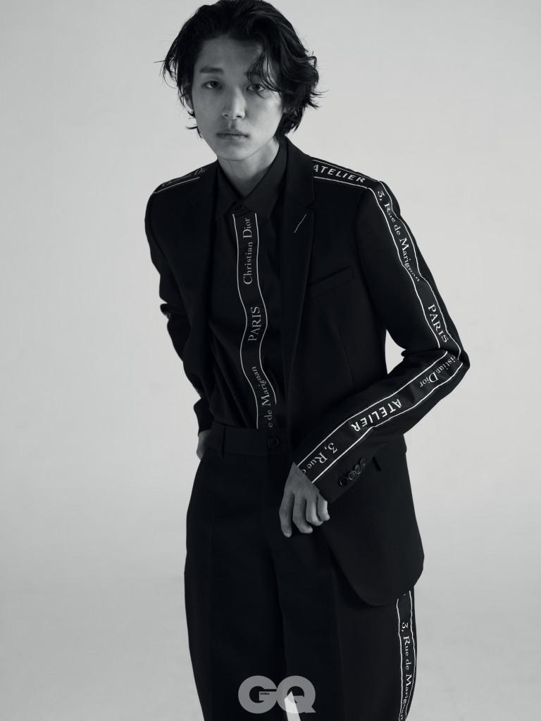 로고 테이핑 재킷 3백10만원, 셔츠와 팬츠 가격 미정, 모두 디올 옴므.