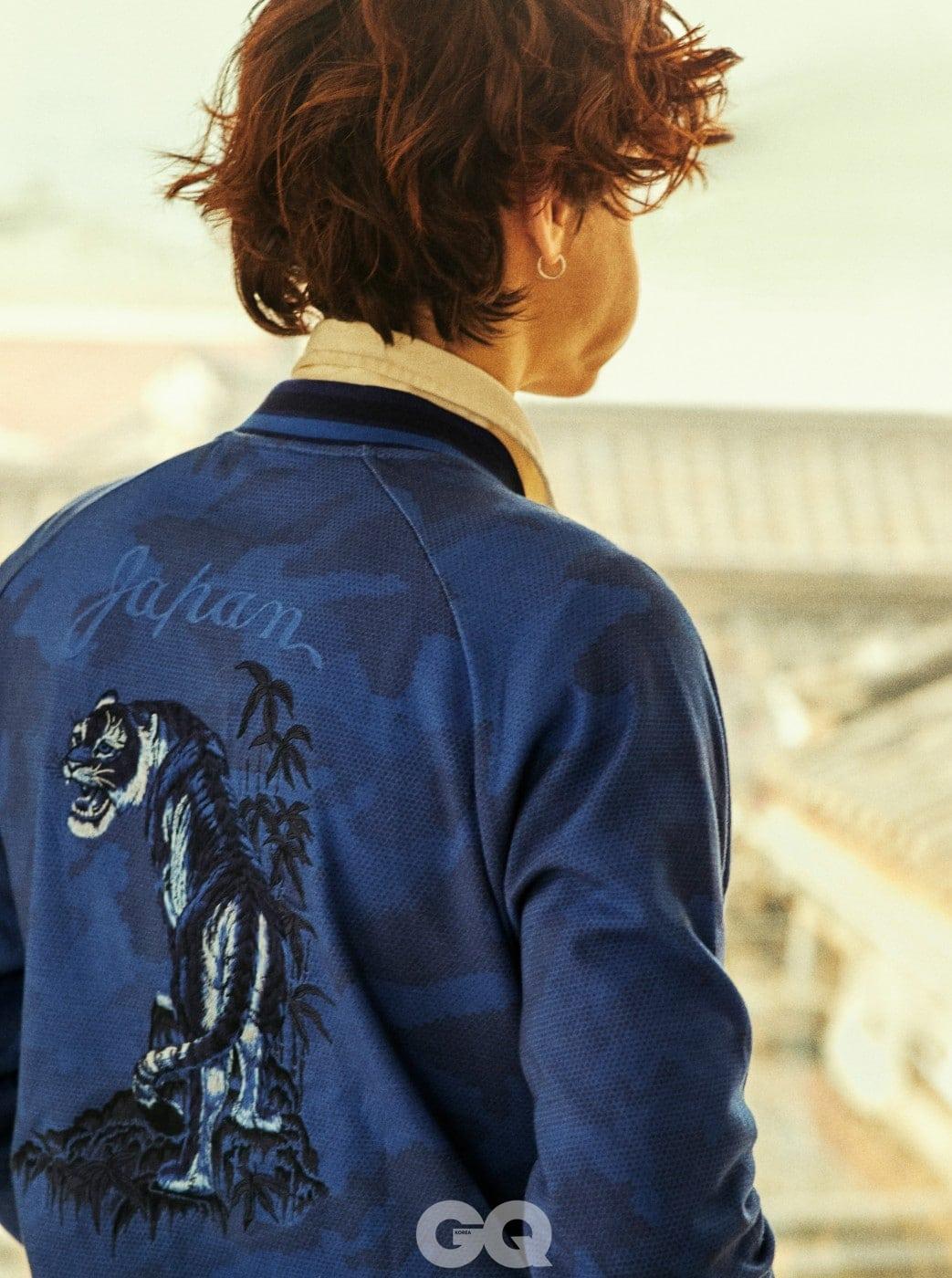 럭비 티셔츠 16만9천원, 호랑이 자수 장식 면 블루종 29만9천원, 모두 폴로 랄프 로렌.