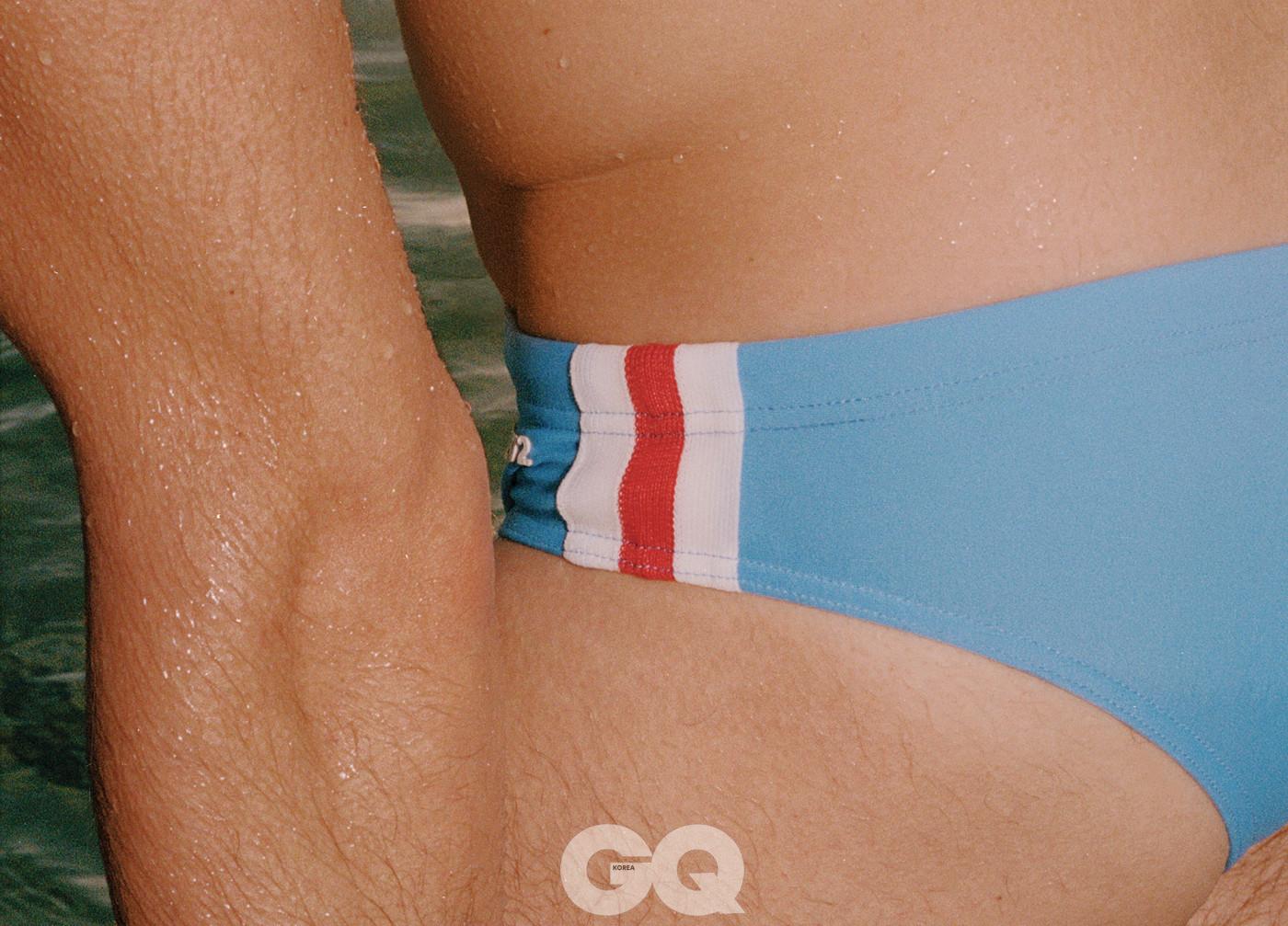 흰색과 빨간색 라인이 경쾌한 하늘색 수영복, 디스퀘어드2.
