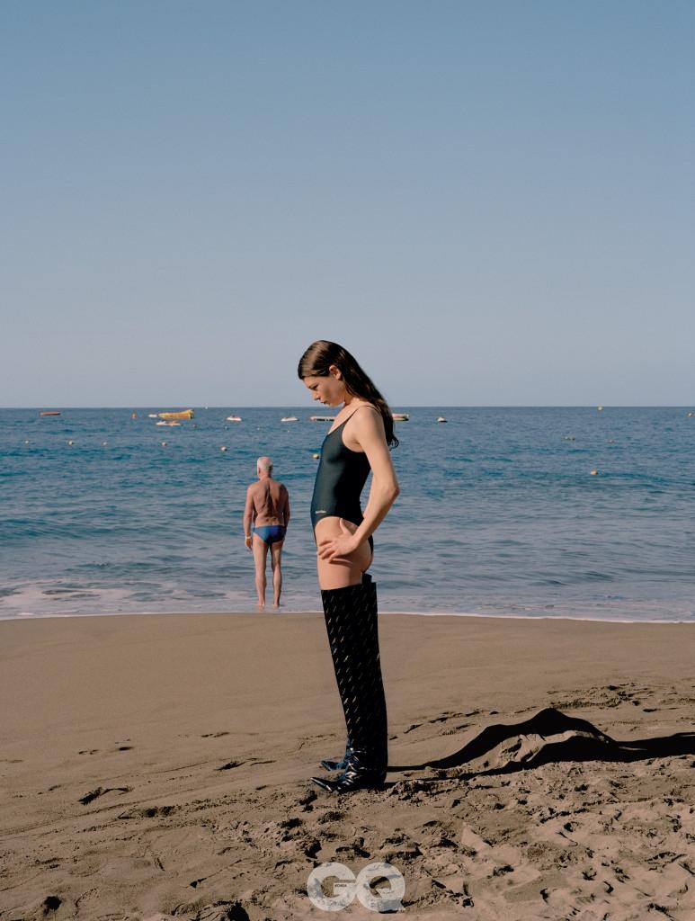 수영복, 캘빈클라인. 니하이 부츠, 발렌시아가.