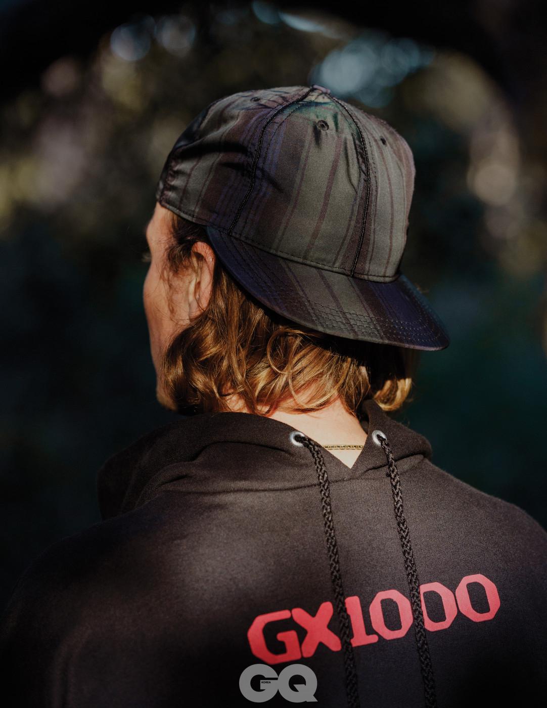 후디 가격 미정, GX1000. 모자 $88, Paa.