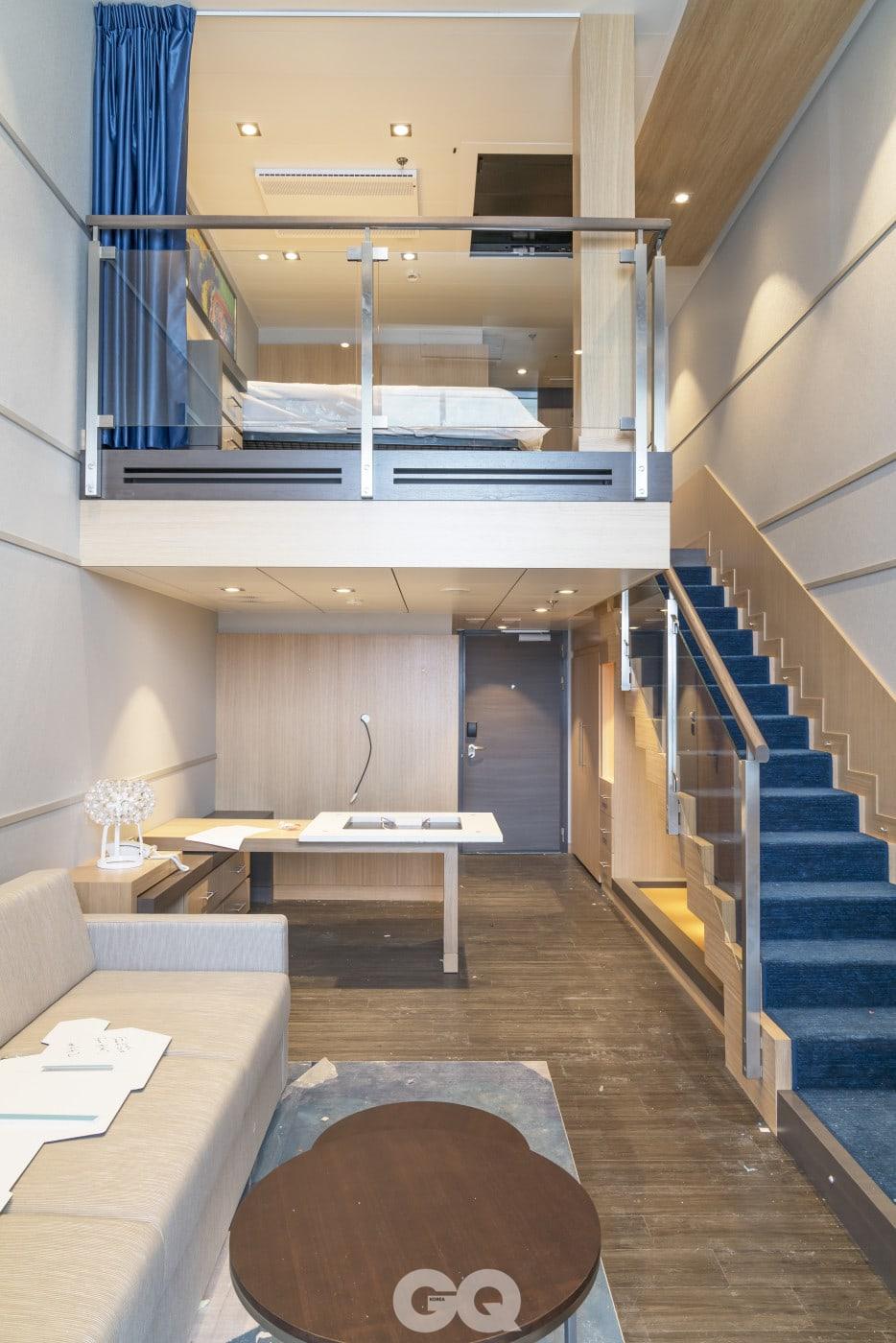 '심포니 오브 더 시즈' 호에는 51제곱미터 넓이의 복층형 크라운 로프트 스위트룸이 27개 있다.