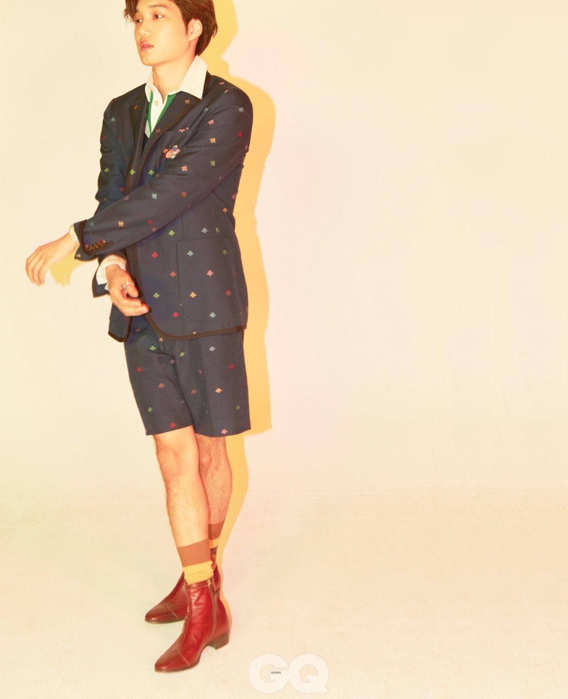 벌 자수 네이비 재킷 3백60만원, 폴로 셔츠 1백3만원, 쇼츠 1백10만원, 타이거 헤드 반지 66만원, 플라타 앵클부츠 2백67만원, 모두 구찌.